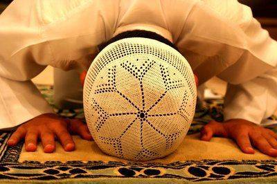 Musulman accomplissant la prière
