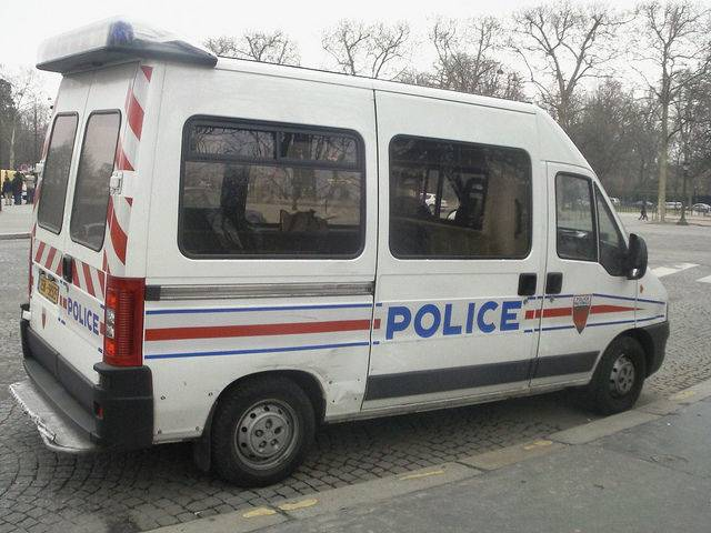 Fourgon de la police française