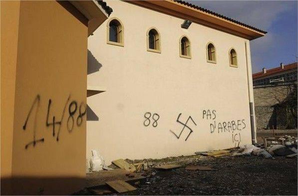 tags nazi sur la mosquée de villeneuve-sur-lot