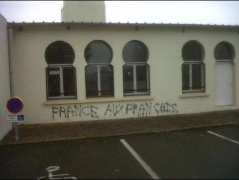 http://www.ajib.fr/wp-content/uploads/2012/01/islamophobie-lemans11.jpg