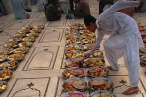 La mosquée sert des repas au sans-abris