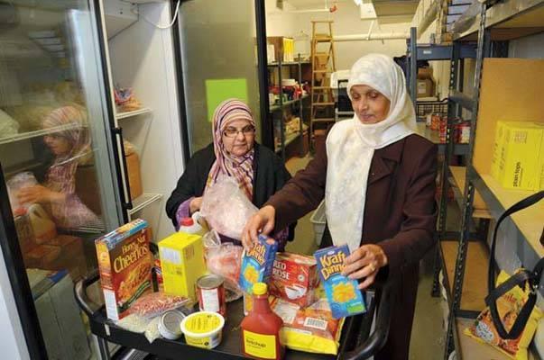 Blackburn : les musulmans collectent de la nourriture pour les pauvres