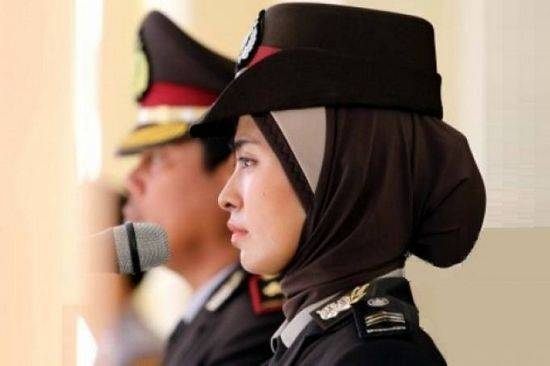hijab-police-indonesie