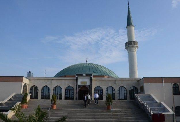 14-10-14_Austria-Muslims-Criticize-Islam-Bill