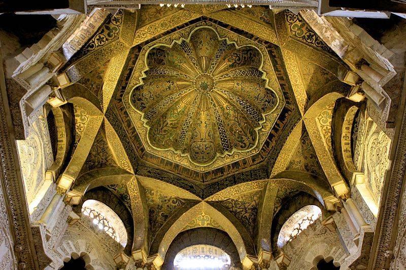 800px-Intérieur_du_dôme_de_la_mosquée_de_Cordoue