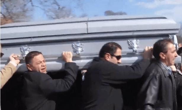Vidéo émouvantes des funérailles des étudiants musulmans assassinés à Chapel Hill