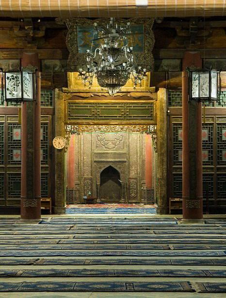 inside_great_mosque_in_xian