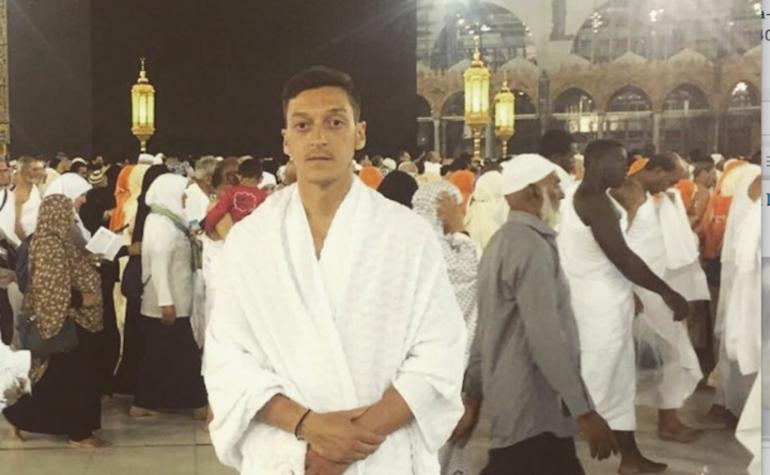 Mezut Özil à La Mecque crée le buzz...