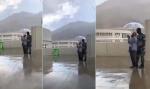 Vidéo : Un parapluie qui tombe à pic