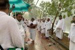 VIDEO : Les pèlerins sous la pluie et l'orage au mont Arafat