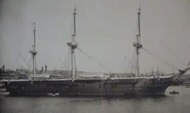 Partant de Yokohama le 15 septembre pour rentrer à Istanbul, la frégate Ertuğrul a coulé sur le chemin de Kobe le lendemain.